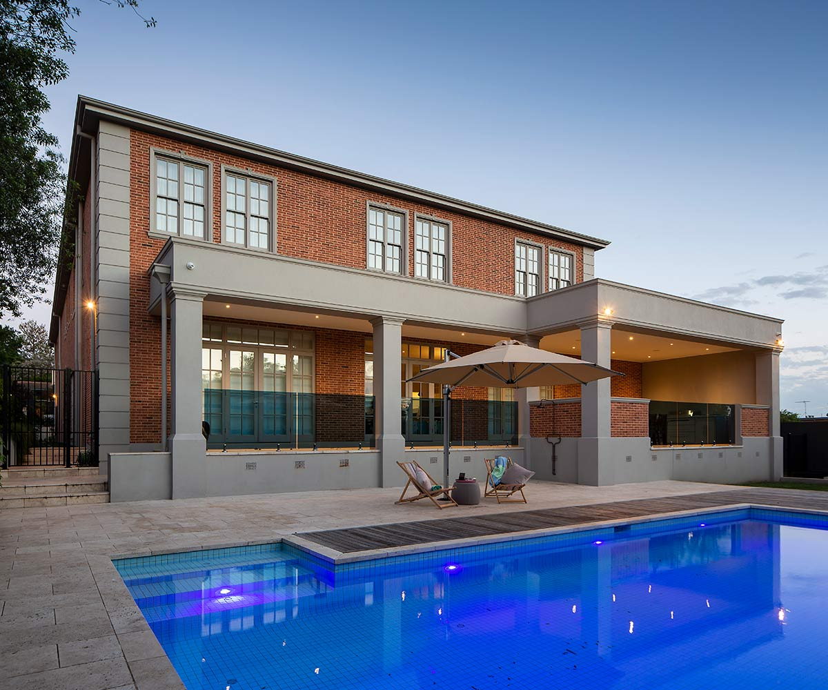 path-design-studio_-_ hawthorn_house landscape-design_ completed_07_the-pool-night