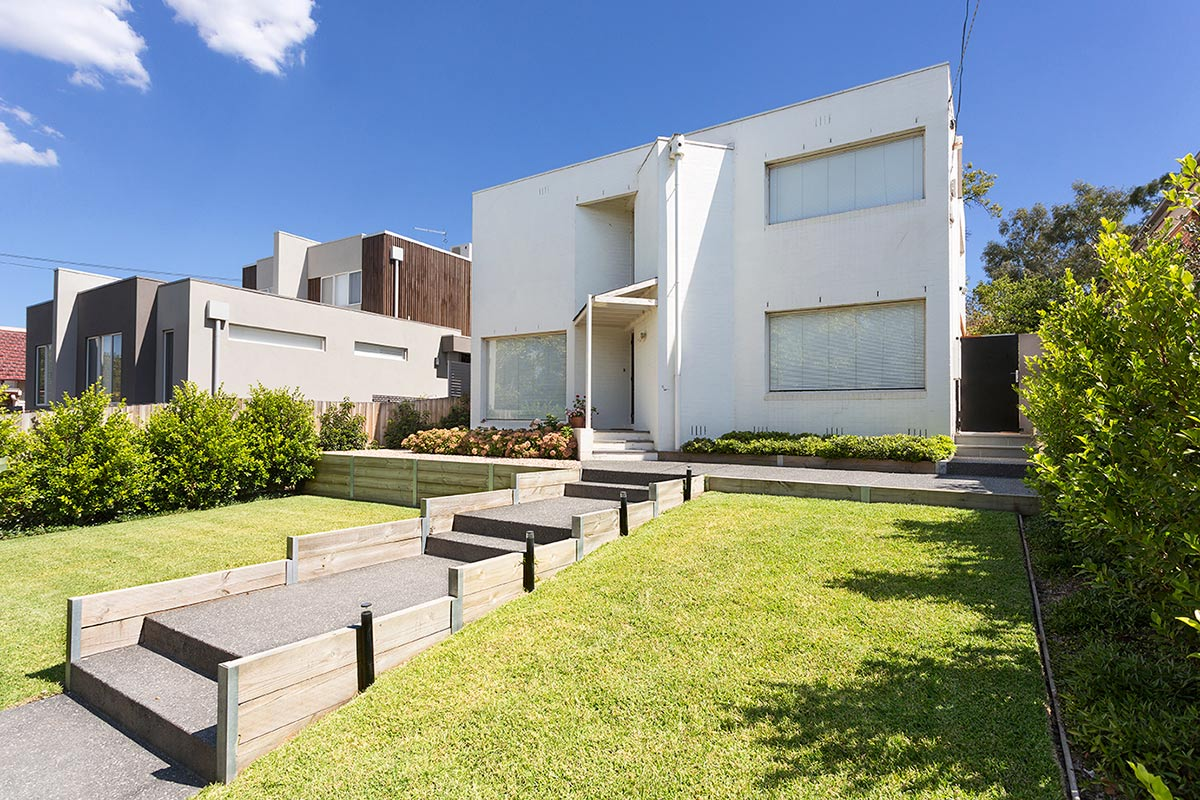 path-design-studios_landscape-design_malvern-house_01_front